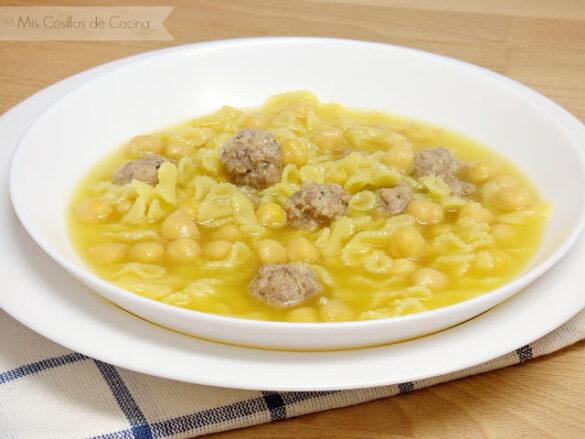 Sopa de Caldo con pelotitas y garbanzos