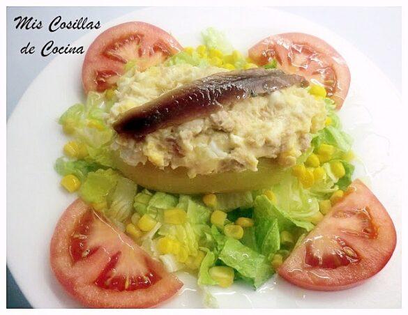 Patatas rellenas en ensalada