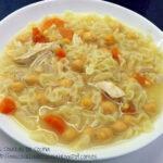 Sopa de caldo de pollo