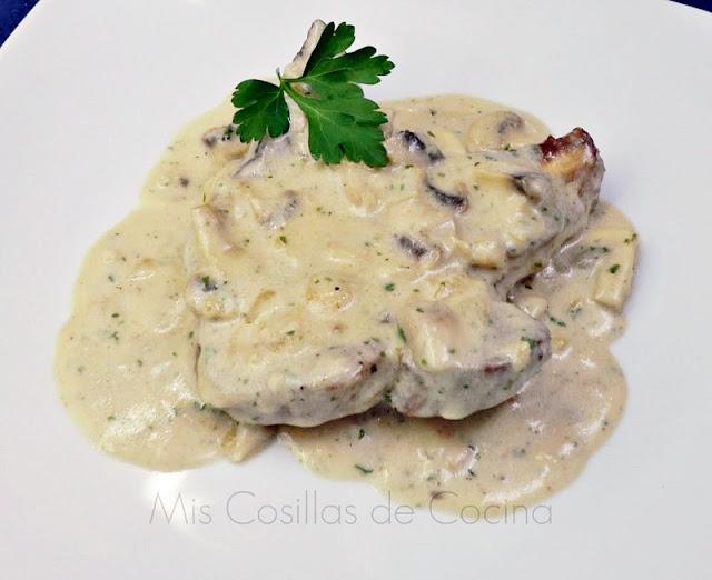 Chuletas de cerdo con salsa de champiñones a la crema