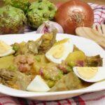 Guiso de patatas, alcachofas y guisantes con jamón