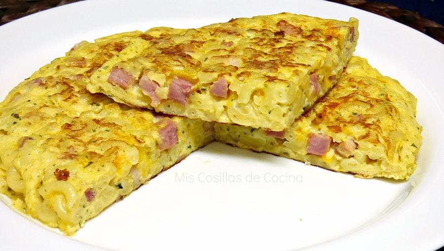 Tortilla de pasta, bacon y queso