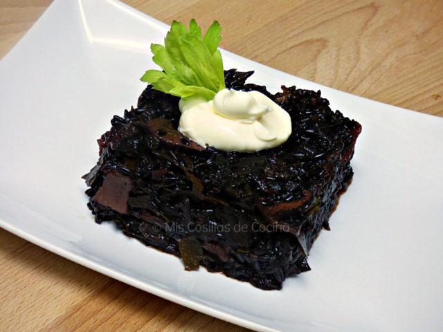 Arroz negro con algas y setas