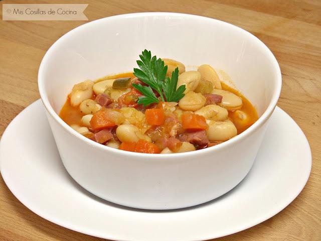 Judiones con verduras y jamón