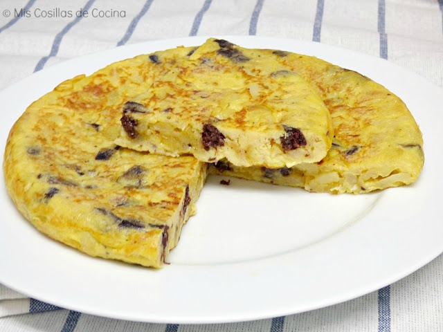 tortilla-patatas-huevos-morcilla