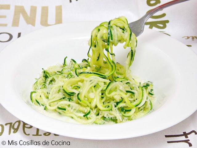 Espaguetis de calabacín con ajo y guindilla