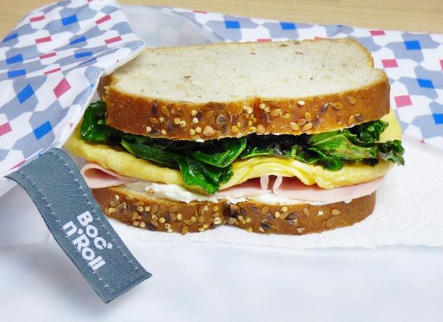 Sándwich de tortilla, jamón york y Kale