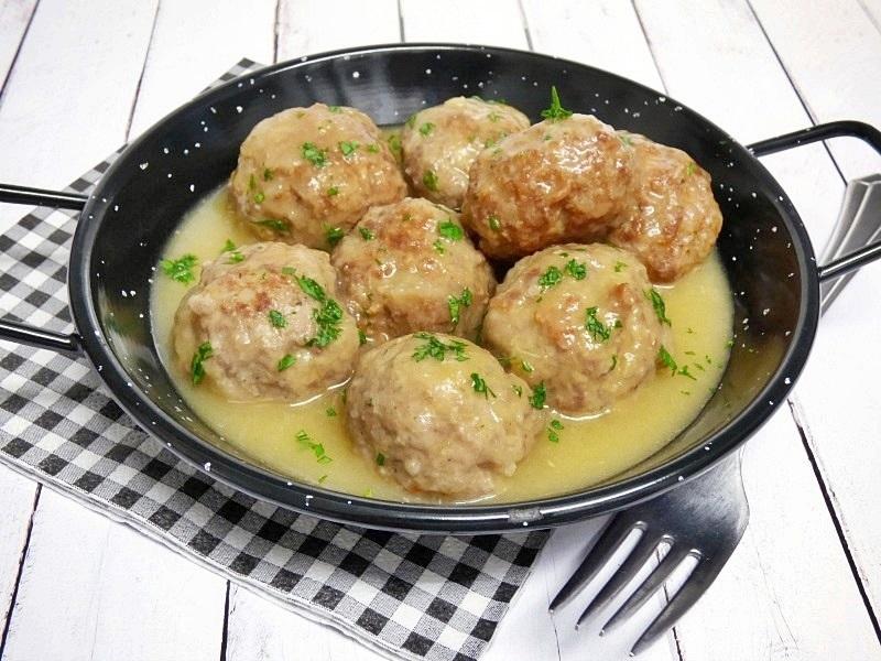 albondigas-en-salsa-cebolla