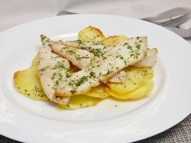 Pechugas de pollo al horno con patatas