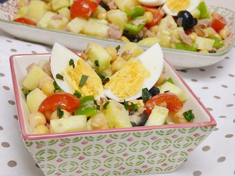 Ensalada de garbanzos, patata y atún