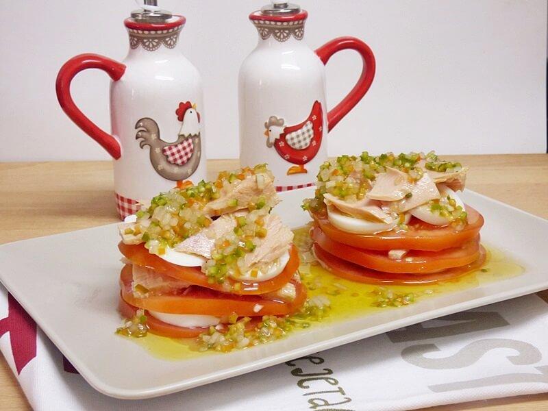Ensalada de tomate y bonito