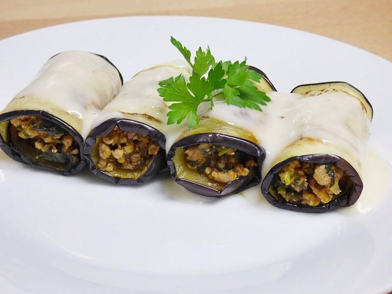 Rollitos de berenjena rellenos de carne y espinacas