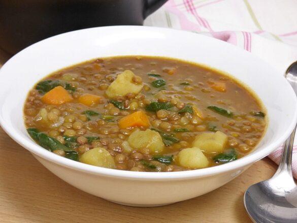 Lentejas estofadas con verduras y espinacas