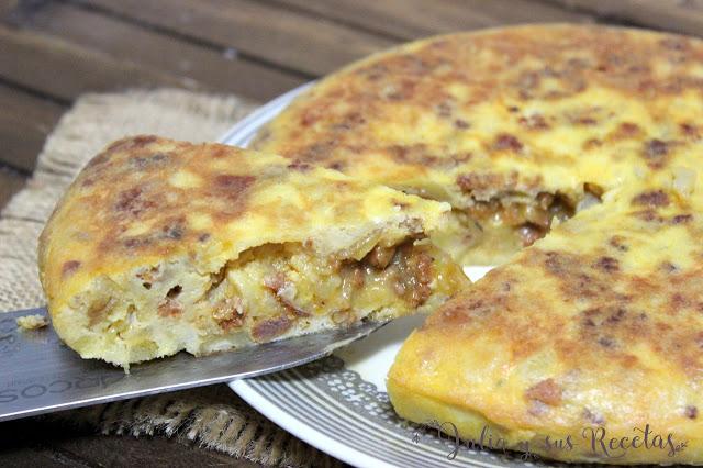 Tortilla de patatas con masa de chorizo