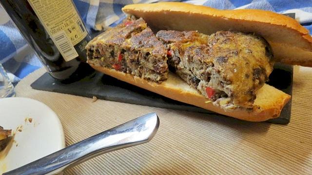 Tortilla de morcilla con queso de búfala