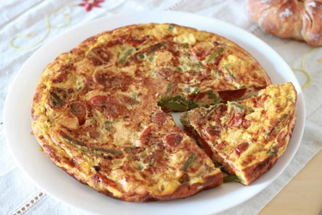 Tortilla de Tomates Cherry, Espárragos Trigueros y Salmón