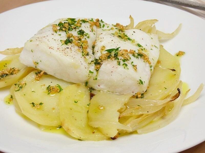 Merluza al horno con patatas