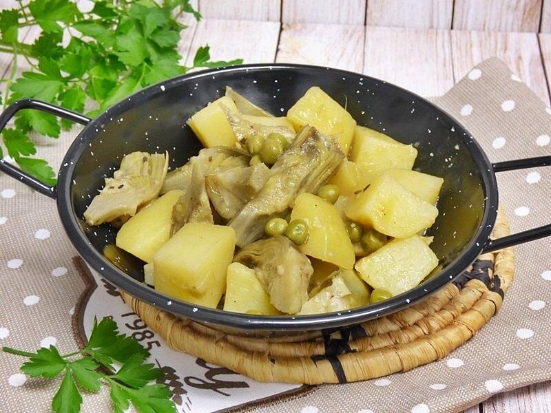 Alcachofas y patatas guisadas
