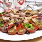 Ensalada de bonito con vinagreta de anchoas