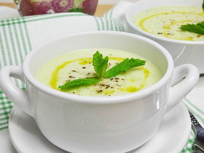 Sopa de melón y pepino a la menta