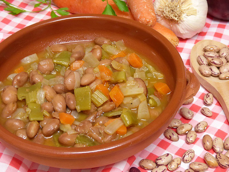 Alubias pintas con verduras