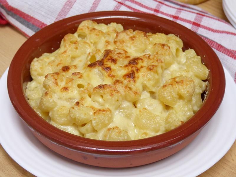 Pasta con salsa de queso