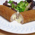 Rollitos de longaniza rellenos de jamón y queso