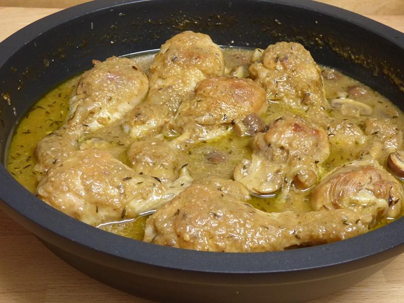 Muslos de pollo en salsa con setas